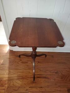 Beautiful mahogany square tilt top table by imperials Jeffersonian group.