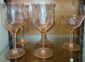 4 PINK DEPRESSION GLASS STEMWARE, 1 PINK DEPRESSION GLASS DESSERT DISH
