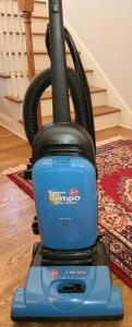 HOOVER WIDEPATH TEMPO ALLERGEN FILTRATION 12 AMP MOTOR VACCUM. VERY CLEAN.