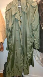 MENS FULL LENGTH RAINCOAT DARK GREEN SIZE M