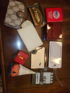 GROUPING OF PURSE MIRRORS, D FUZZ IT, HOT DIAMOND WOODEN BOX, MORE. SEE PICTURES