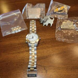 GUESS WATCH W EXTRA LINKS AND 4 LAPEL PINS