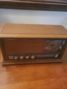 VINTAGE GE RADIO MODEL C256OH, untested