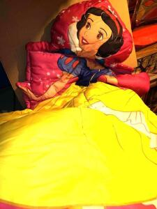 "DISNEY SNOW-WHITE SHAPED SLEEPING BAG 42"" x 54"". NO STAINS, RIPS OR TEARS"