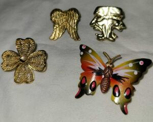 4 PINS: CLOVER AND BUTTERFLY PINS. ANGEL WINGS & COMEDY/TRAGEDY TACK PINS