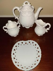 NAPCO WARE TEA SET AND HEART LACED PLATE 6""