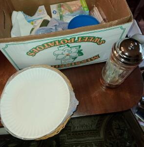 BOX LOT: 9 PAPER PLATE HOLDERS, VINTAGE STRAW DISPENSER, BAGGIES AND MORE.