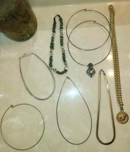 7 CHOKER STYLE NECKLACES AND AN ANNE KLEIN NECKLACE. SEE PICTURES