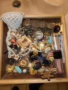 BEAUTIFUL WOODEN TRAY OF JEWELRY: VINTAGE CLIP ON EARRINGS, BRACELETS, NECKLACES. SEE PICTURES