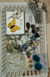 TRAY OF JEWELRY: VINTAGE CLIP ON EARRINGS, LAPIS LAZULI, LIZ & CO PINS, CRYSTAL RING HOLDER.