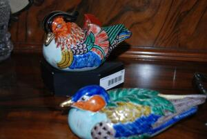 Set of decorative porcelain painted birds - 1 with stand