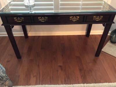 Sligh Sofa table with protectlve glass and leather inlay