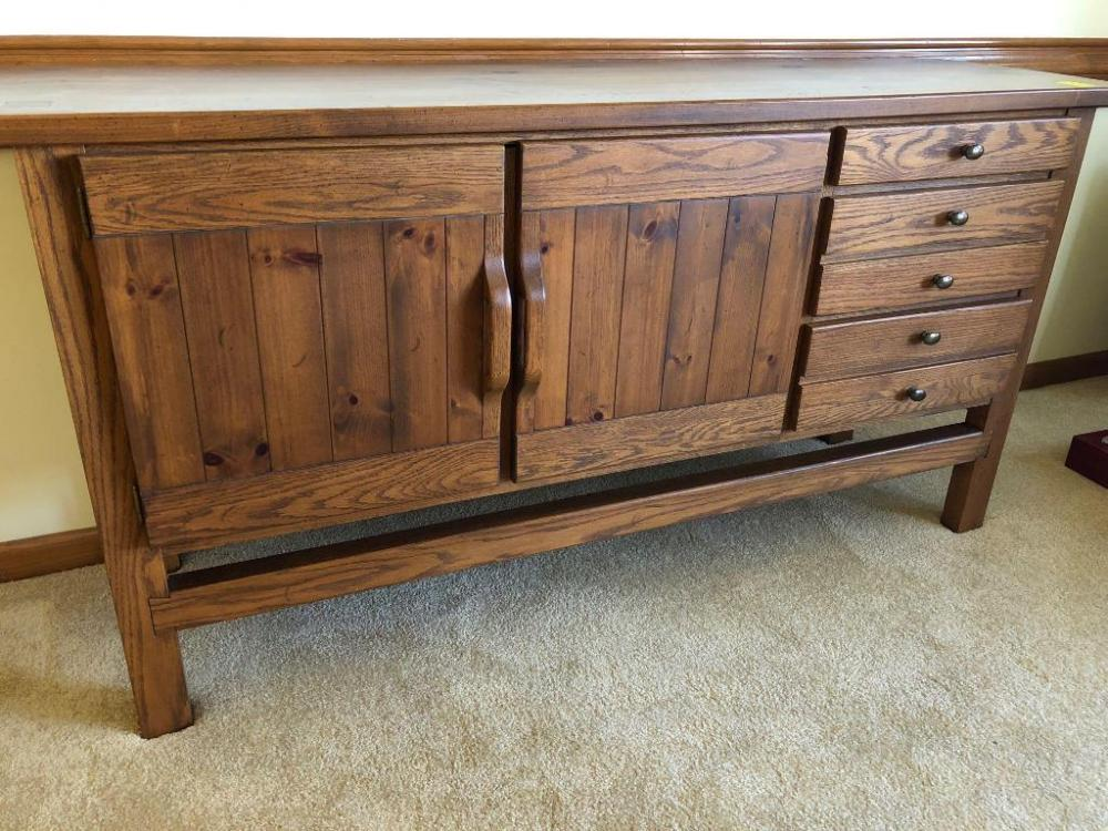 Lot 5 Of 81 Pine Buffet Made By Conant Ball Furniture Mint Condition