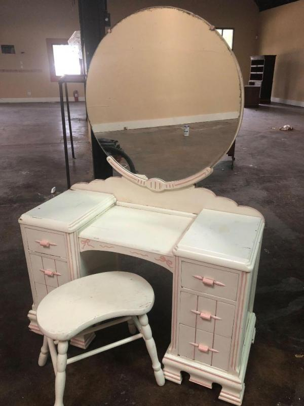 Astounding Antique Vanity Stand With Round Mirror And Vanity Stool Unemploymentrelief Wooden Chair Designs For Living Room Unemploymentrelieforg