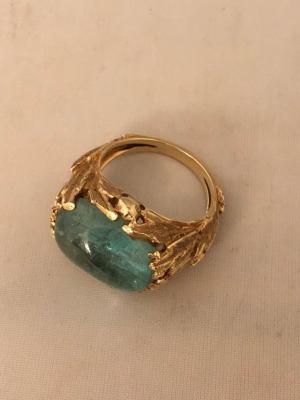 14 k yellow gold and green stone ring
